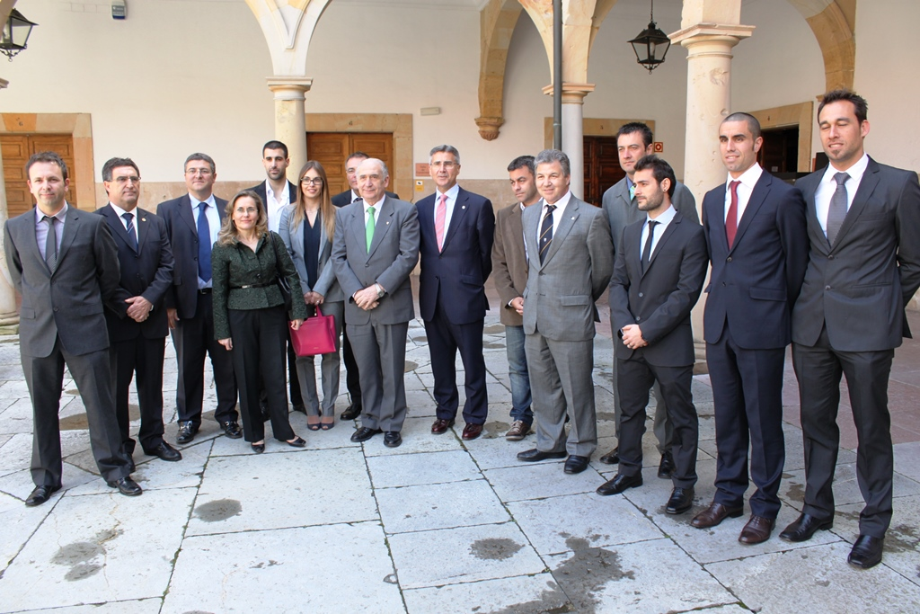Photo of the award-winners in the Historical Building of the University of Oviedo