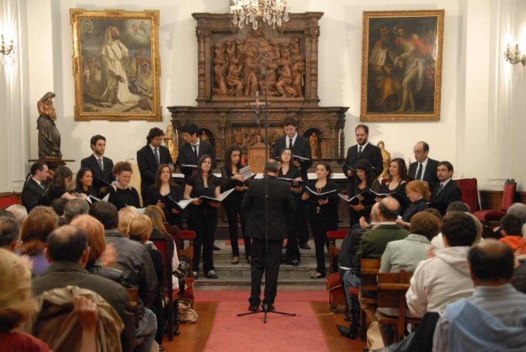 The University Choir during a show at the chapel of the Historical Building.